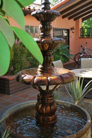 Hotel California: Fountain in entryway