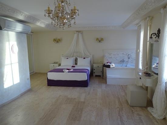 Lukka Hotel: Honeymoonzimmer