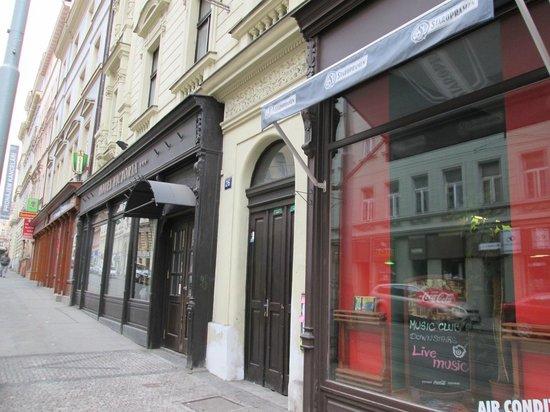 Hotel Victoria: Улица Сейфертова
