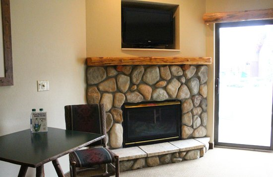 Great Wolf Lodge: Cozy Fireplace