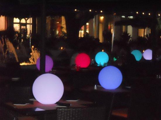 South Beach : Mesas de uno de los bares de la Lincol street