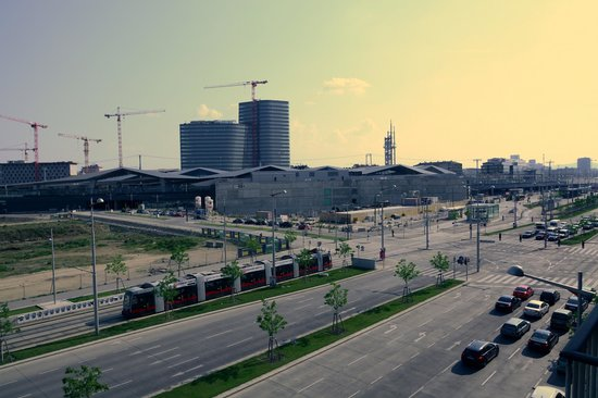 Novum Hotel Prinz Eugen Wien: The busy road and the new Station.
