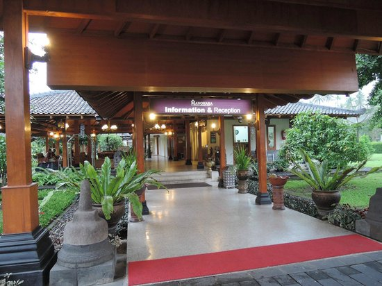 Hotel Manohara Borobudur: 入口
