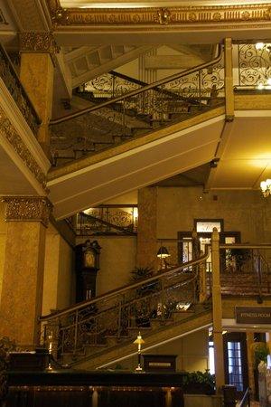 The Pfister Hotel: Lobby