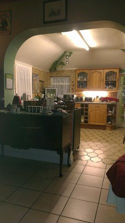 Creston Villa Guest House: View from open area to kitchen