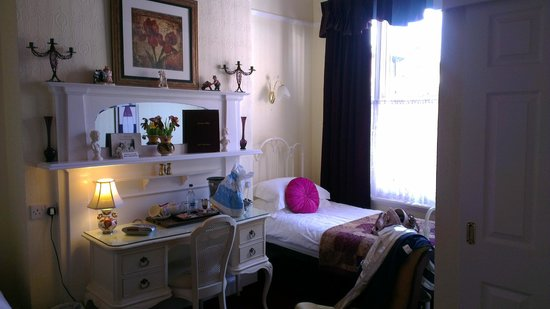 Creston Villa Guest House: The Garden Room (our bedroom)