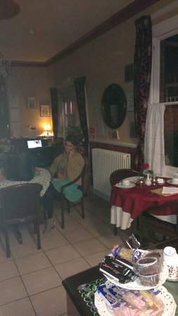 """Creston Villa Guest House: A lovely place to """"chill"""" in the evening"""