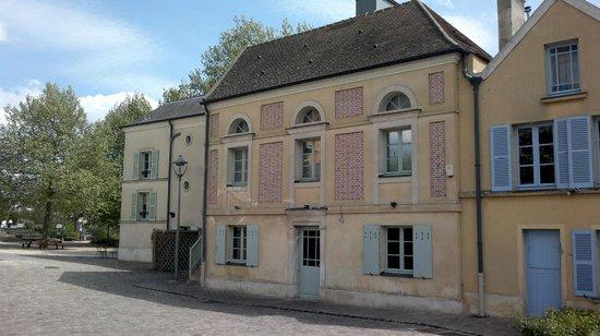 Maison fournaise : Ground floor towards entrance to restaurant