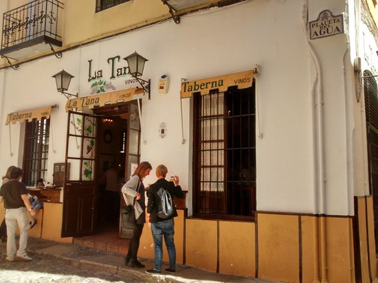 Taberna La Tana : puerta