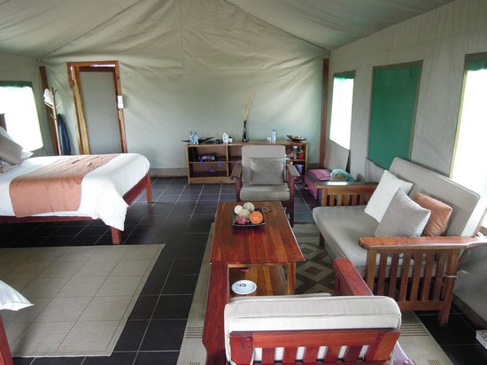 Bomani Tented Lodge: Our 2 bed Tent - coffee/tea was delivered every morning