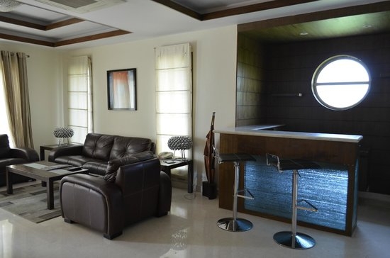 Clarks Exotica Convention Resort & Spa: Living Room with Bar