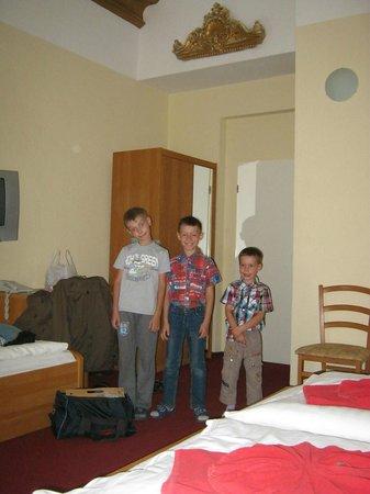 A I Hotel Königshof: номер на пятерых