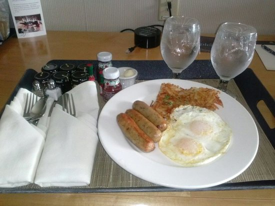Sheraton Grand Sacramento Hotel: Breakfast in bed..