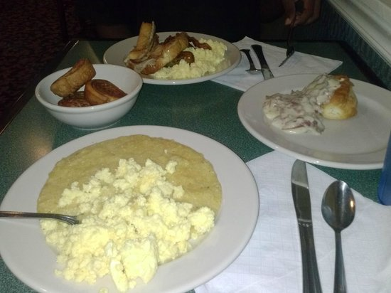 Martin's Restaurant: Little bit of everything from the breakfast buffet...really good food!!