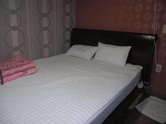 Pusan Inn Motel: Bed for 2 persons