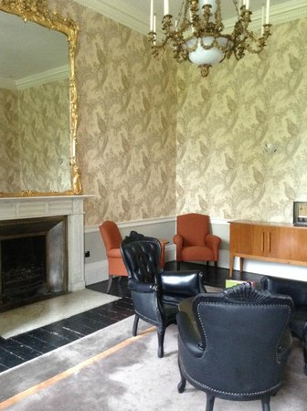Farnham Estate Spa and Golf Resort: One of the sitting areas in the old part of the hotel