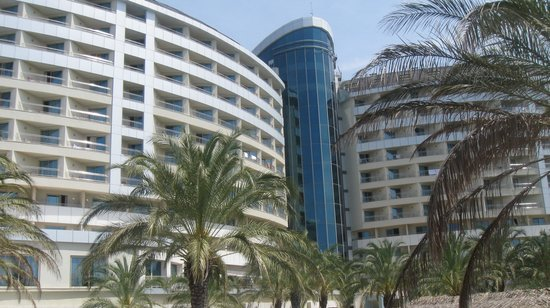 Royal Wings Hotel : view of hotel from beach
