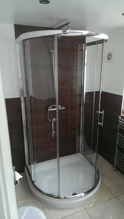 Priory Hotel Cartmel: The Shower