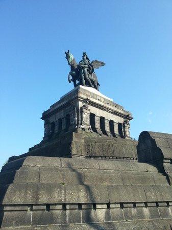 Deutsches Eck (German Corner): Памятник