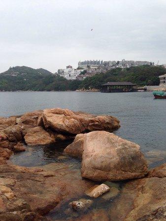 Deep Water Bay : Gli scogli della spiaggia