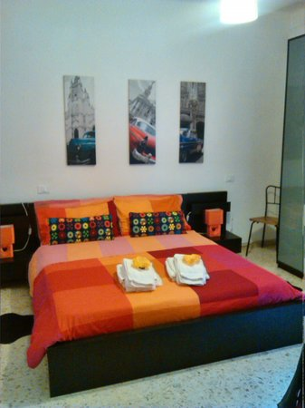 Bed & Breakfast 2 Steps from Tower: Stanza a sx (meno rumorosa)