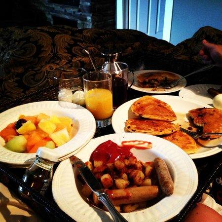 Gazebo Inn Ogunquit: Breakfast in bed!