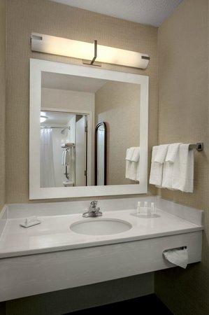 SpringHill Suites Philadelphia Willow Grove : Guest Bathroom