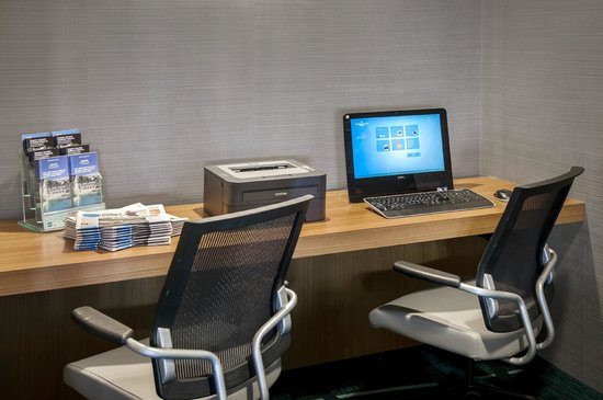 SpringHill Suites Philadelphia Willow Grove : Business Station