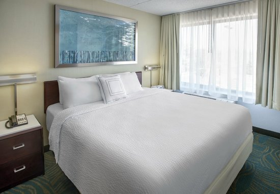 SpringHill Suites Philadelphia Willow Grove : King Bedroom