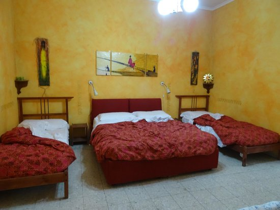 Momi Bed & Breakfast : Chambre