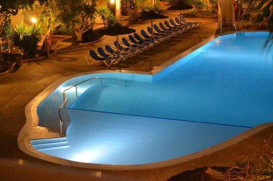 smartline Playa Park : Pool at night