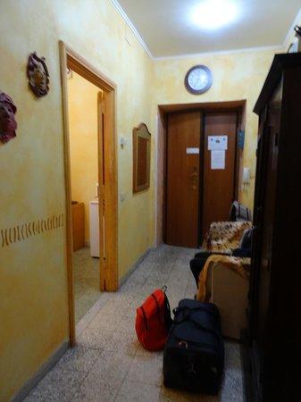 Momi Bed & Breakfast: Couloir