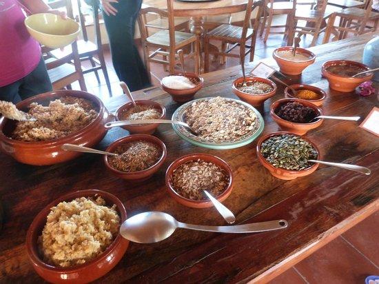 Suryalila Retreat Centre: Desayuno (cereales).