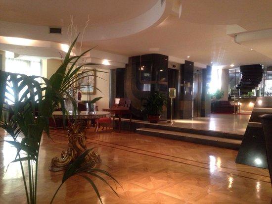 Hotel Londra And Cargill: Hotel Lobby