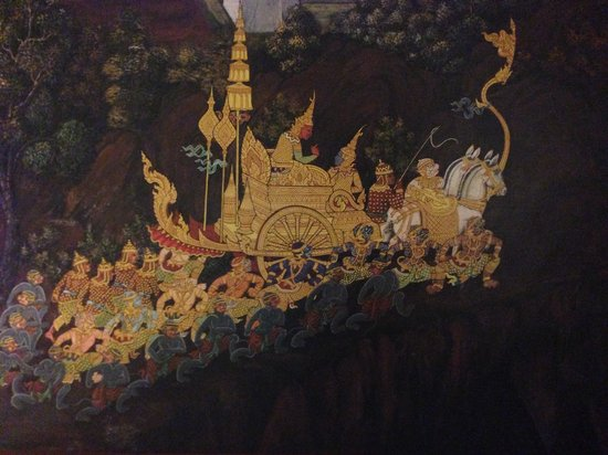Novotel Phuket Vintage Park: The headboard, vintage thai art