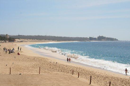 Villa La Estancia : Beach just below pool area