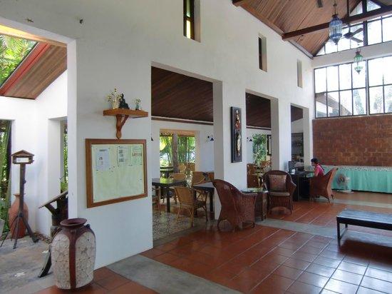 Duang Jai Resort: Rezeption / Restaurant