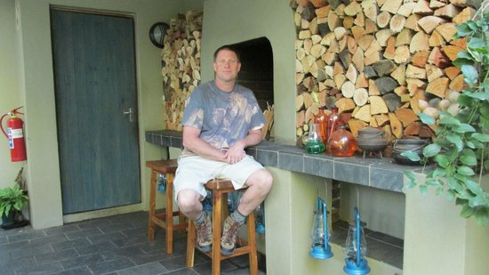 African Rock Hotel: Fireplace