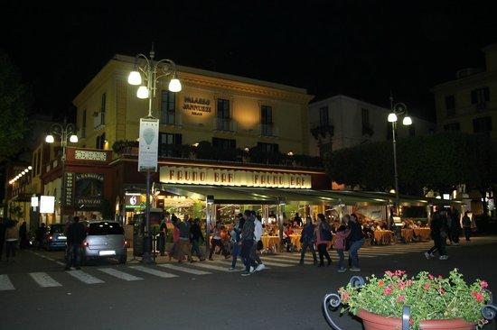 Piazza Tasso : la piazza notturna