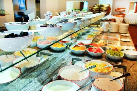 Hotel Goldener Berg: Breakfast buffet