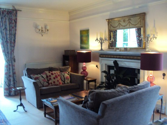 Molesworth Manor: Drawing room