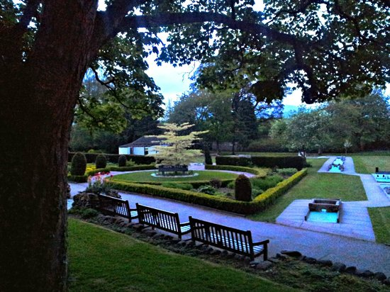 Crow Park Hotel Keswick: Park area on way to Lake (very close to hotel) taken in the evening