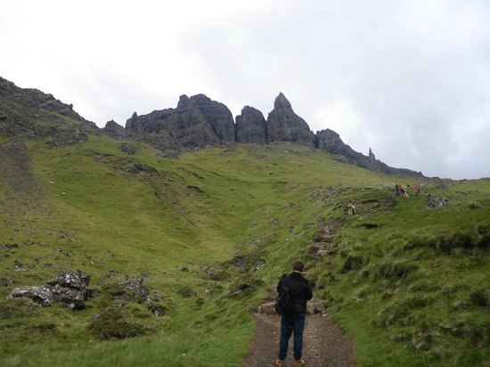 The Old Man of Storr: walk to old man of storr