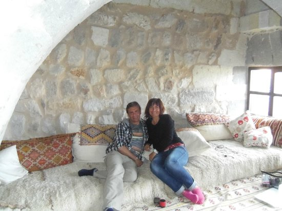Takaev Cave Hotel & Guest House : Salon attenant