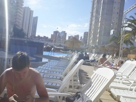 MedPlaya Hotel Regente : plenty of sunbeds