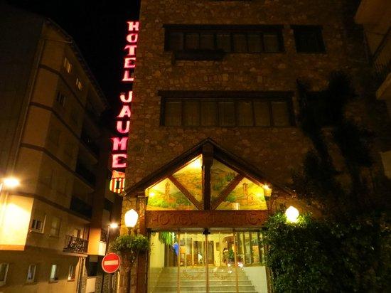 Hotel Jaume I: Entrada al Hotel de noche