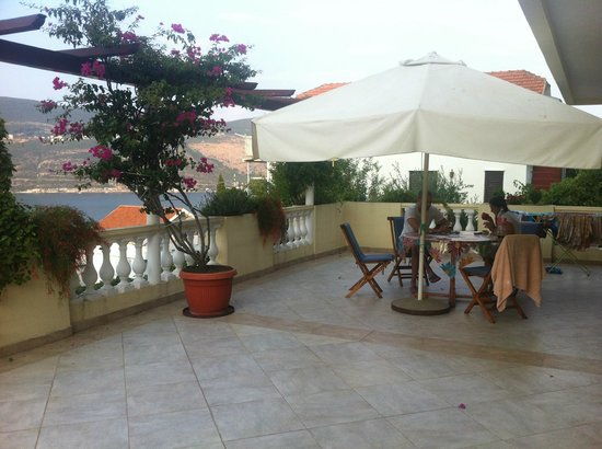 Apartments Herceg Novi: The ground terrace
