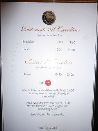 Hotel de la Ville: Le info del ristorante scritte nell'ascensore