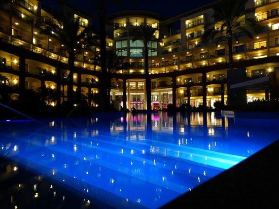 Pestana Promenade Ocean Resort Hotel: Pool by night