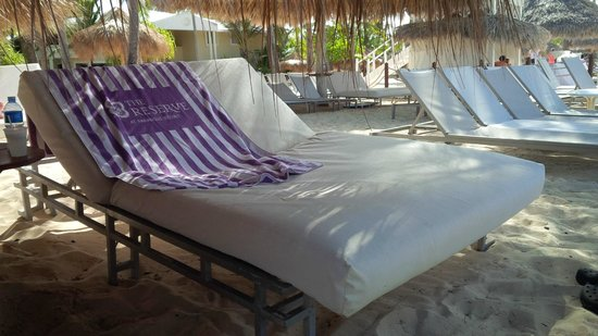 The Reserve at Paradisus Punta Cana : canapy beds on private beach area